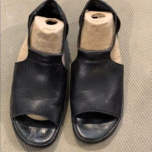 Reiker open-toed leather shoes Size 9